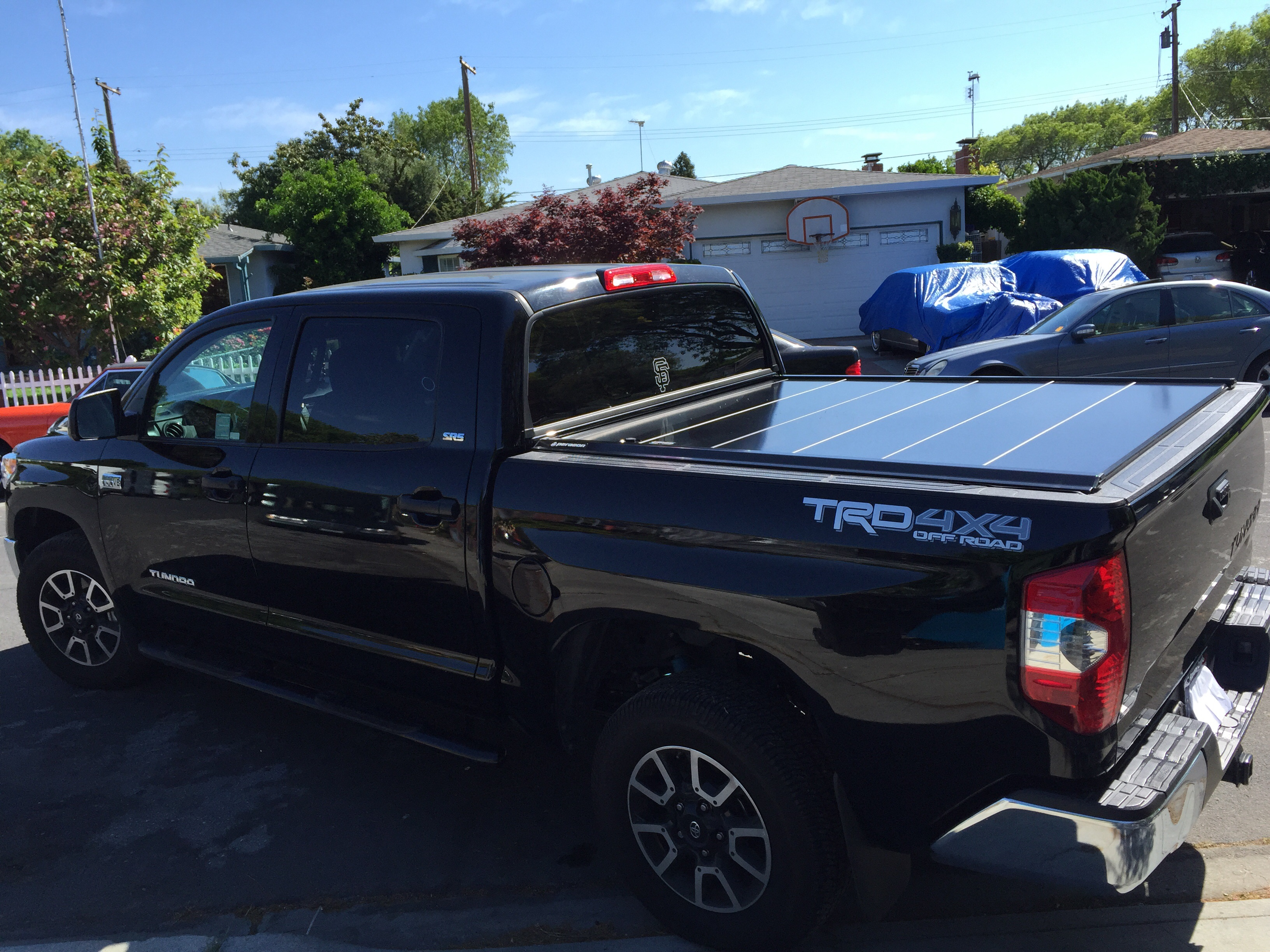 features undercover cover toyota truck tacoma se covers bed p