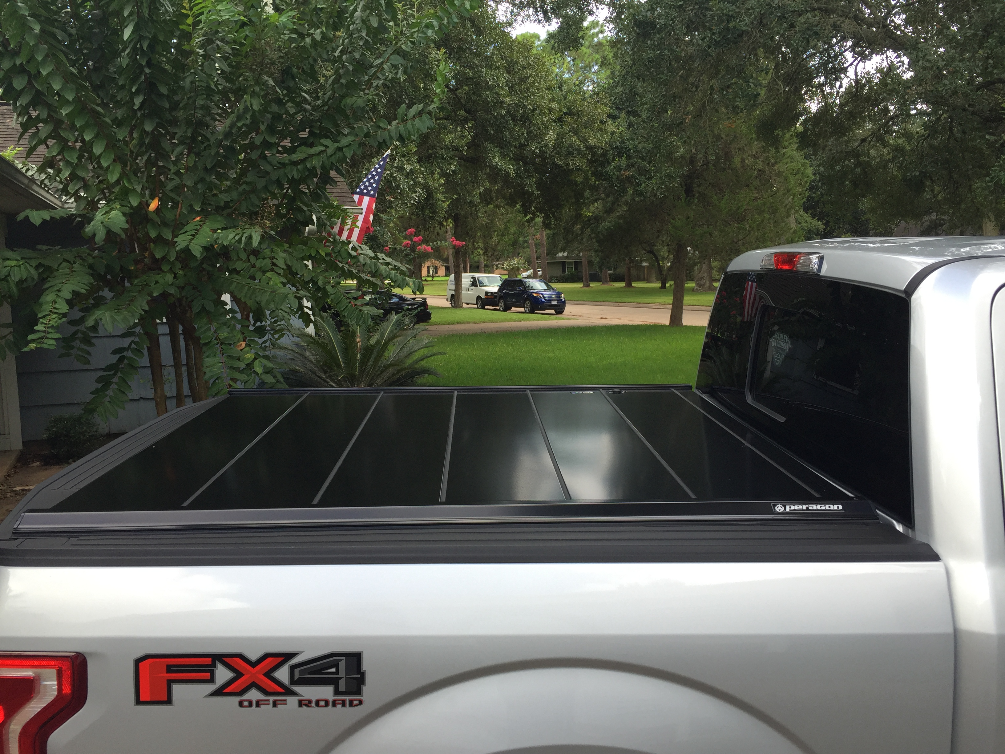 Peragon Photos Of The Peragon Retractable Truck Bed Cover